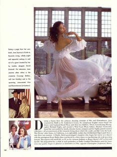 Эротичная Джейн Сеймур в шикарном наряде для журнала Playboy фото #3