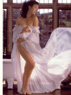 Эротичная Джейн Сеймур в шикарном наряде для журнала Playboy фото #4