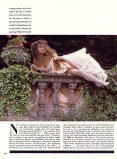Эротичная Джейн Сеймур в шикарном наряде для журнала Playboy фото #5