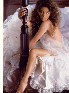 Эротичная Джейн Сеймур в шикарном наряде для журнала Playboy фото #6