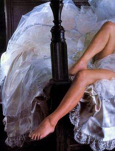 Эротичная Джейн Сеймур в шикарном наряде для журнала Playboy фото #7