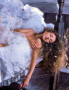Эротичная Джейн Сеймур в шикарном наряде для журнала Playboy фото #8