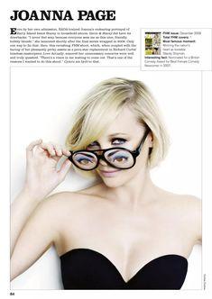 Сексуальная Джоанна Пейдж оголила декольте в журнале FHM фото #1