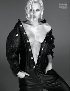 Майли Сайрус обнажила грудь  в журнале W фото #3