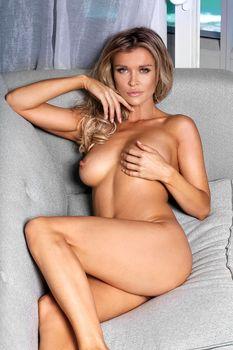 Джоанна Крупа позирует голой в журнале Maxim фото #2