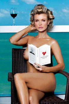 Джоанна Крупа позирует голой в журнале Maxim фото #10