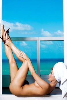 Джоанна Крупа позирует голой в журнале Maxim фото #13