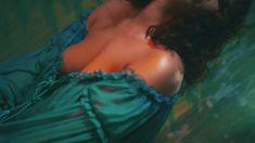 Рианна без лифчика в клипе Wild Thoughts фото #8