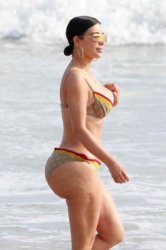 Огромная жопа Ким Кардашьян без фотошопа фото #4