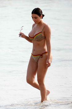 Огромная жопа Ким Кардашьян без фотошопа фото #8