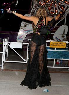 Пэрис Хилтон засветила голые сиськи на фестивале Coachella фото #4
