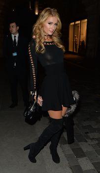 Бесстыжая Пэрис Хилтон без лифчика в Лондоне фото #10