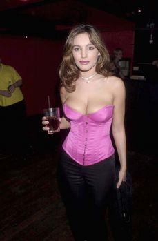 Сочное декольте Келли Брук в клубе Kabaret фото #2