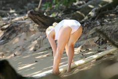 Марго Робби в мокром купальнике на Гавайях фото #5
