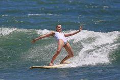 Марго Робби в мокром купальнике на Гавайях фото #6