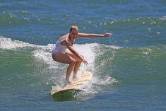 Марго Робби в мокром купальнике на Гавайях фото #14