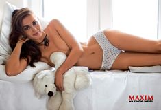Обнаженная Агата Муцениеце в журнале Maxim фото #5