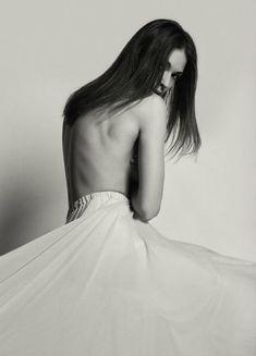 Агния Дитковските без лифчика в арт-проекте Philips «Я люблю себя настоящую» фото #2