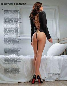 Голая попка Алены Водонаевой в журнале Playboy фото #3