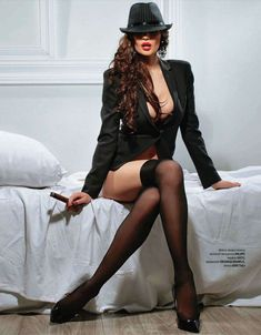 Голая попка Алены Водонаевой в журнале Playboy фото #5