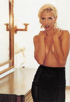 Алена Свиридова показала голую грудь в Playboy фото #6