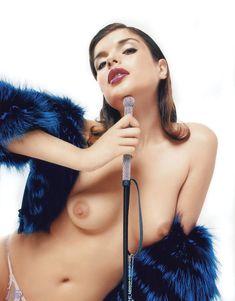 Голые сиськи Анны Азаровой в журнале Playboy фото #9