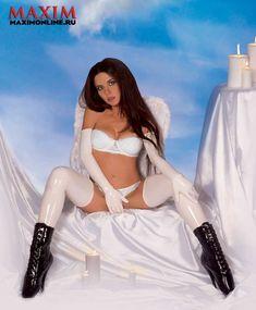 Голая попка Анны Плетнёвой в журнале Maxim фото #5