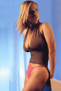Аппетитное тело Анны Семенович в журнале FHM фото #6