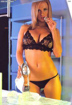 Аппетитное тело Анны Семенович в журнале FHM фото #7