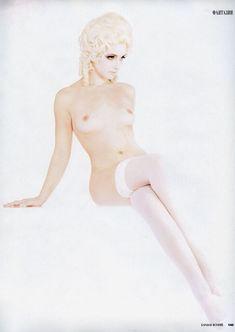 Анна Снаткина показала голые сиськи в журнале «Караван историй» фото #1
