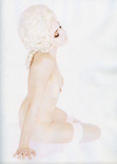Анна Снаткина показала голые сиськи в журнале «Караван историй» фото #5