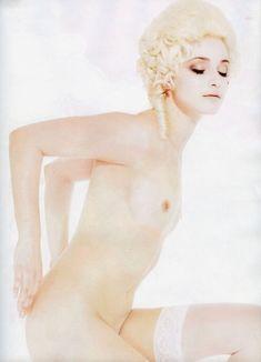 Анна Снаткина показала голые сиськи в журнале «Караван историй» фото #6