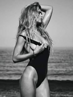 Вера Брежнева засветила грудь в журнале «Максим» фото #4