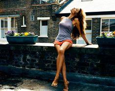 Торчащие соски Виктории Бекхэм в фотосессии Marc Hom фото #2