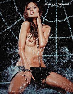 Голые сиськи Виктории Бони в журнале Playboy фото #3