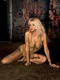 Обнаженная Виктория Лопырева в журнале Maxim фото #4
