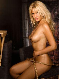 Обнаженная Виктория Лопырева в журнале Maxim фото #6