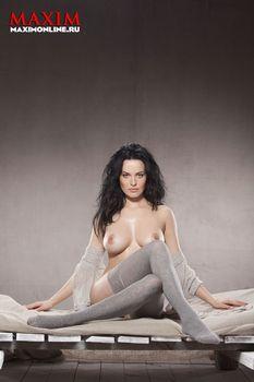 Даша Астафьева снялась голой в журнале Maxim фото #6
