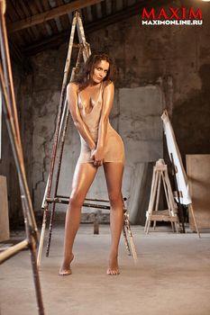 Евгения Трофимова засветила сиськи в журнале Maxim фото #6