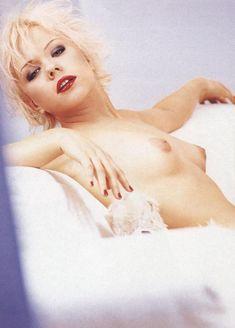 Елена Перова показала сиськи в журнале Playboy фото #7