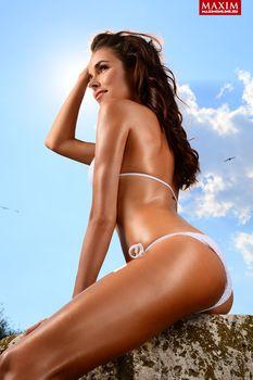Ирена Понарошку в купальнике для журнала «Максим» фото #2