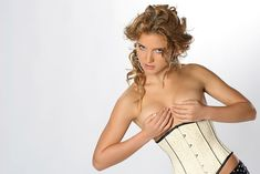 Ирина Тонева без лифчика в журнале Speed-Info фото #5