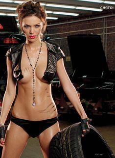Голые сиськи Леры Кондры в журнале Playboy фото #1
