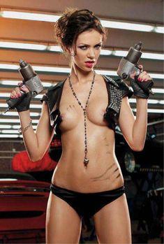 Голые сиськи Леры Кондры в журнале Playboy фото #4