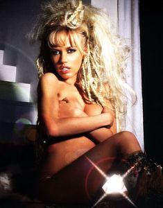 Сочная грудь Маши Малиновской в журнале «Максим» фото #5