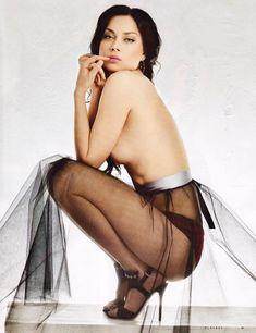 Обнаженная Настасья Самбурская в журнале Playboy фото #3