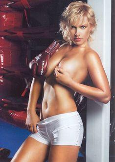 Голые сиськи Натальи Рагозиновой в журнале Penthouse фото #3