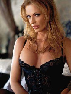 Полностью голая Ольга Родионова в журнале Playboy фото #5