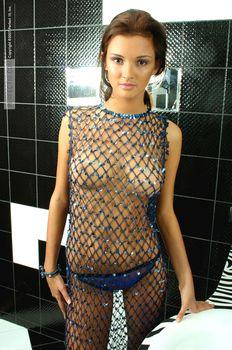 Эро Паулина Андреева позирует топлесс фото #1