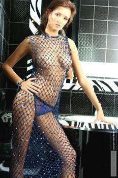 Эро Паулина Андреева позирует топлесс фото #3